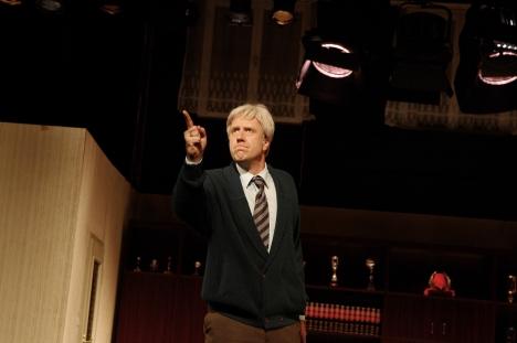 Frank Riede als Tilmann Hicketier in Carl Sternheims Stück BÜRGER SCHIPPEL (Foto: E. Danielewicz)